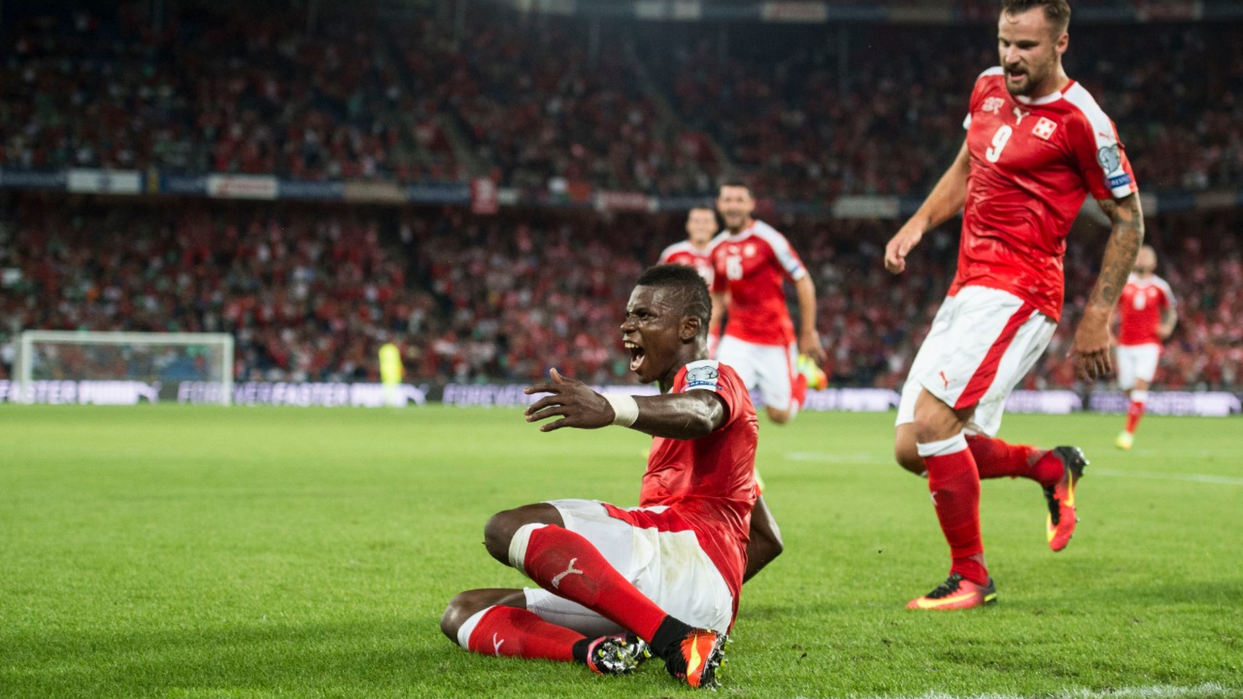 Swiss forwards Haris Seferovic, right, and Breel Embolo, left, celebrate the goal during the 2018 Fifa World Cup Russia group B qualification soccer match between Switzerland and Portugal at the St. Jakob-Park stadium, in Basel, Switzerland, Tuesday, September 6, 2016. (KEYSTONE/Ennio Leanza)